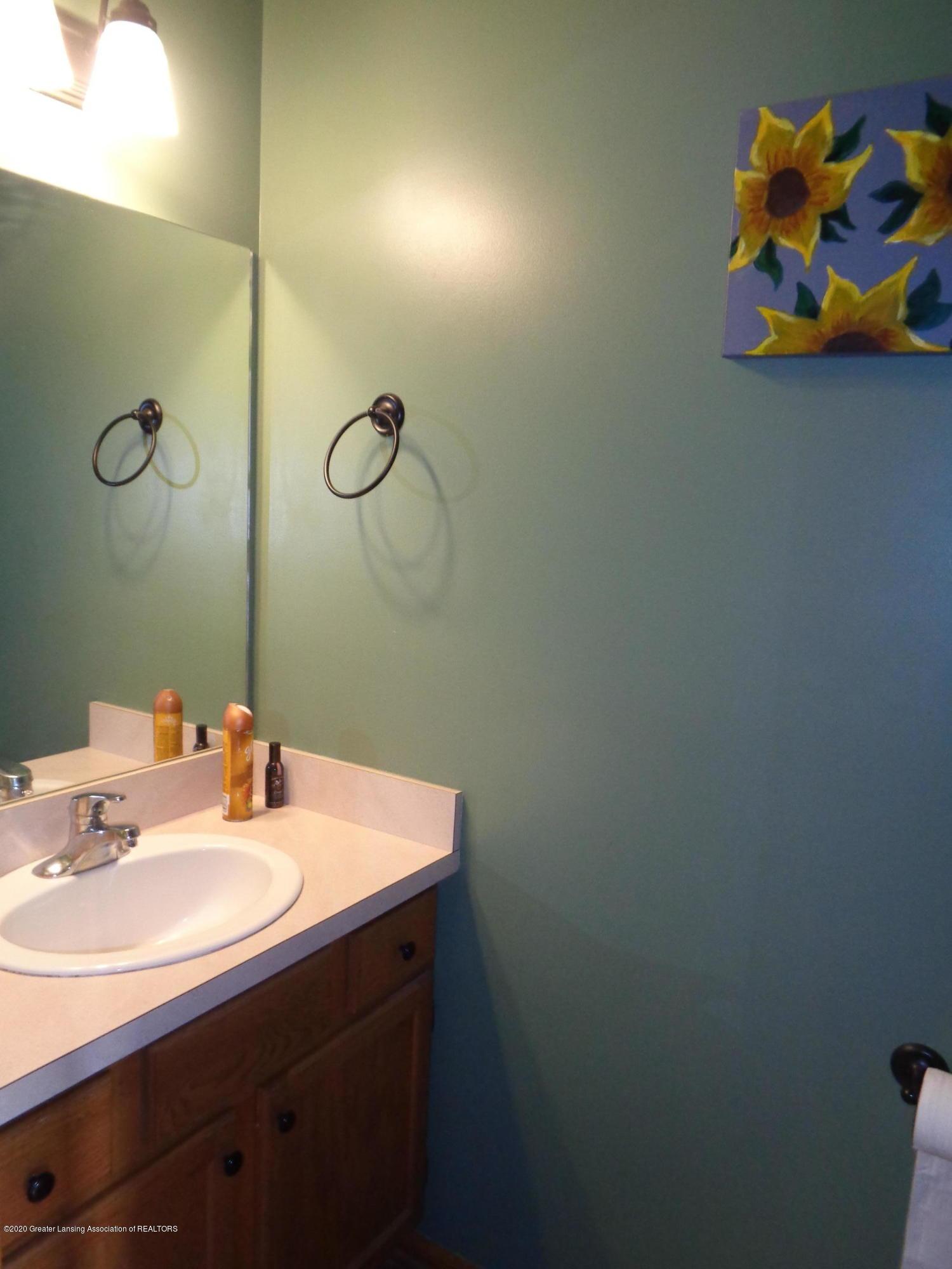 3099 Rosehill Dr - rosehill half bath - 7