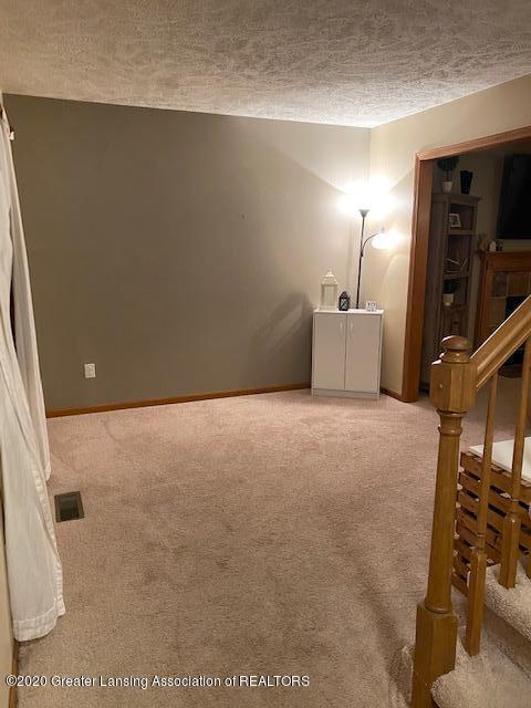 3099 Rosehill Dr - rosehill livingroom - 2