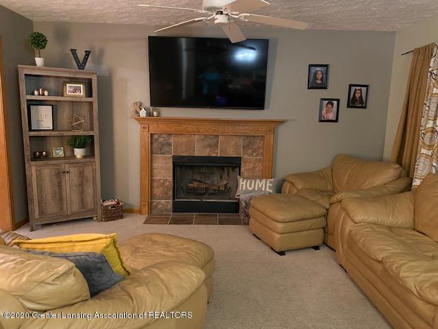 3099 Rosehill Dr - rosehill 1st flr family room - 3