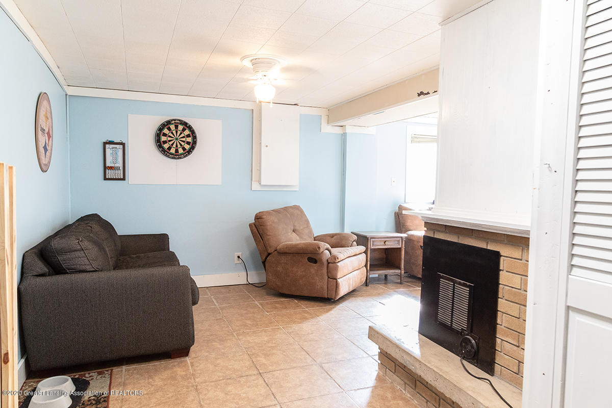 1424 Valley View Rd - downstairs rec room - Copy - 23