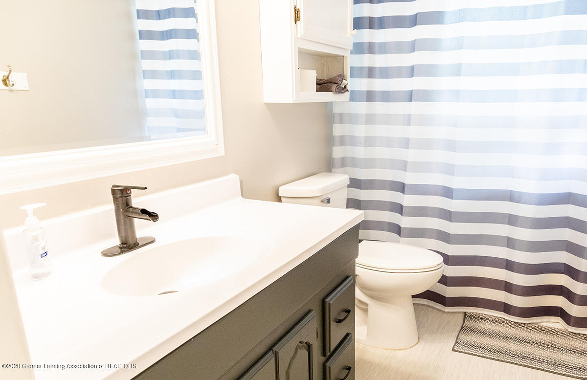 1424 Valley View Rd - upstairs bath - 14