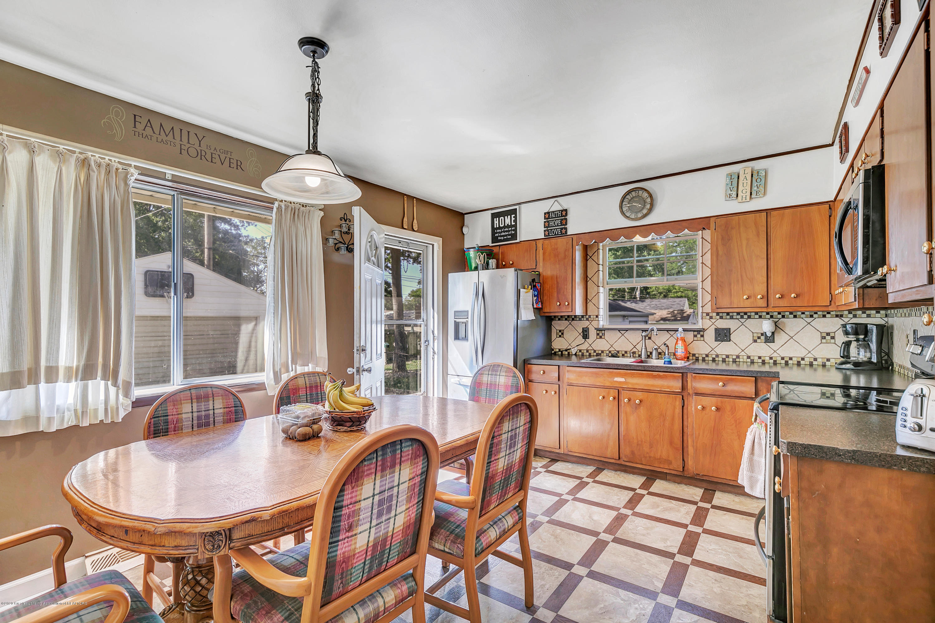 2844 S Deerfield Ave - 9I3A2561 - 6
