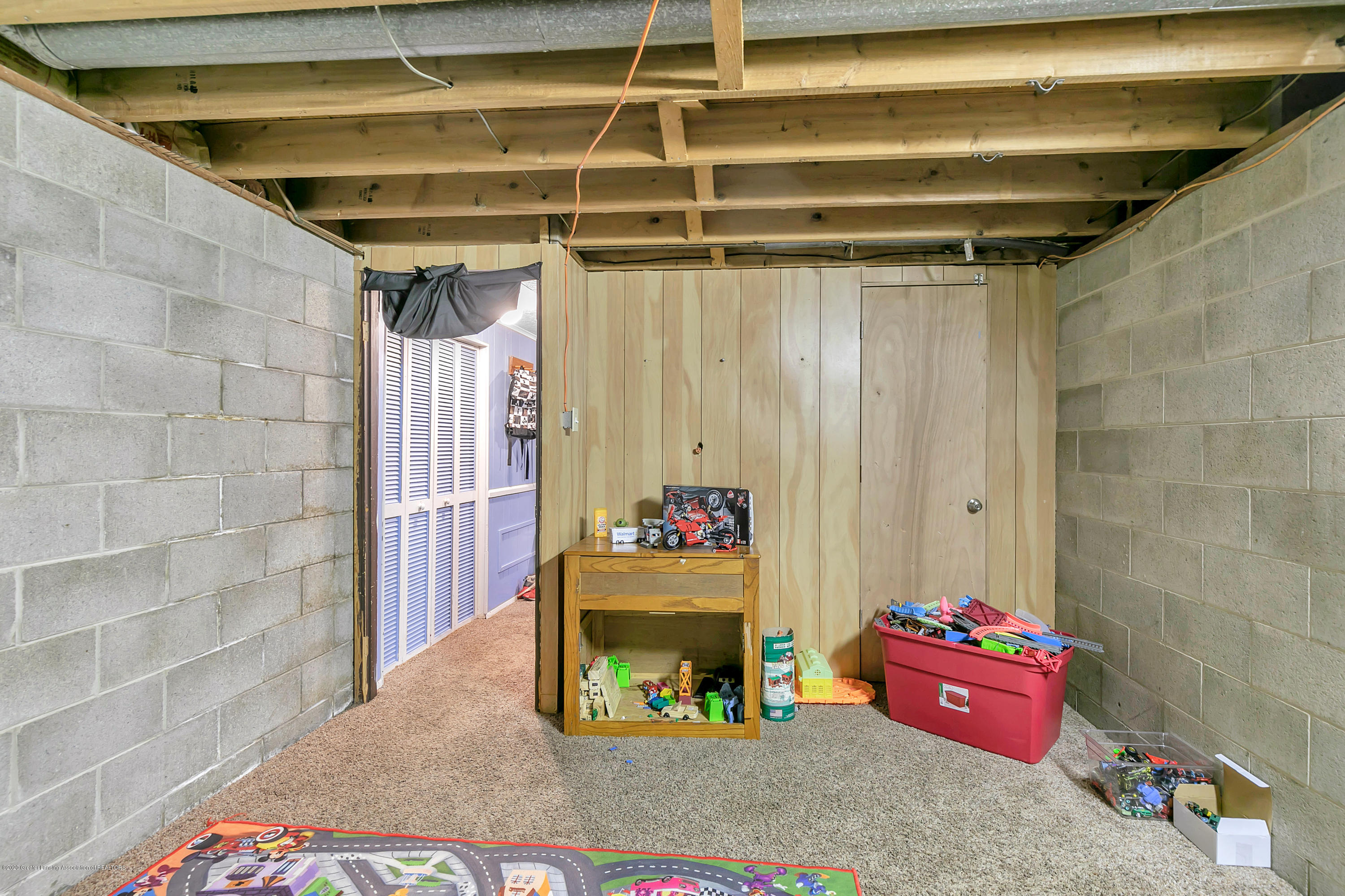 2844 S Deerfield Ave - 9I3A2598 - 23