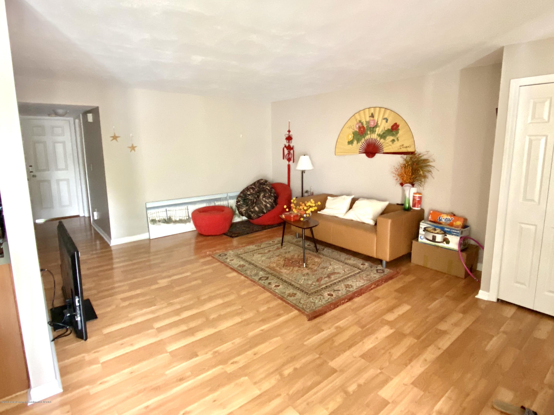 2024 Hamilton Rd 204 - Living room - Great natural light - 2