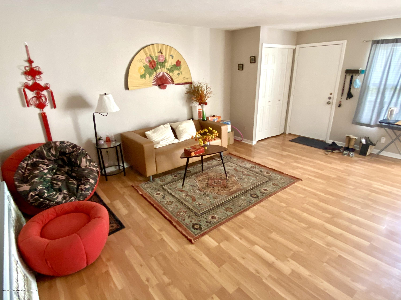 2024 Hamilton Rd 204 - Living room - 4