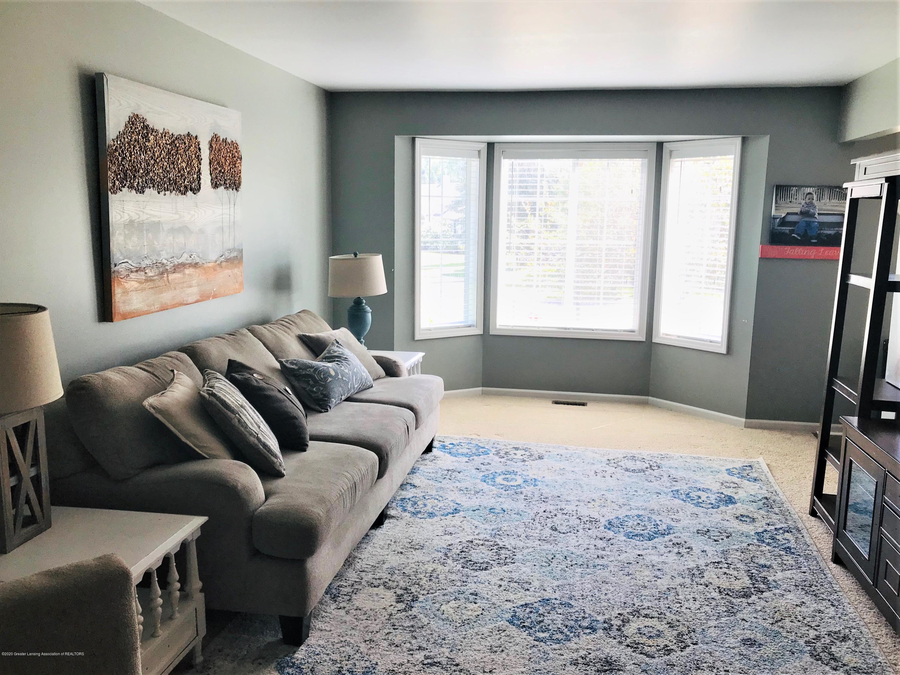 5867 Westover Dr - Front Family Rm - 10