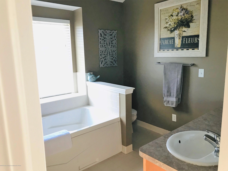 5867 Westover Dr - Master Bathroom - 25