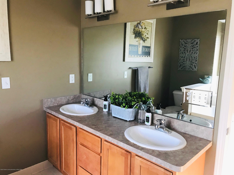 5867 Westover Dr - Master Bathroom - 24
