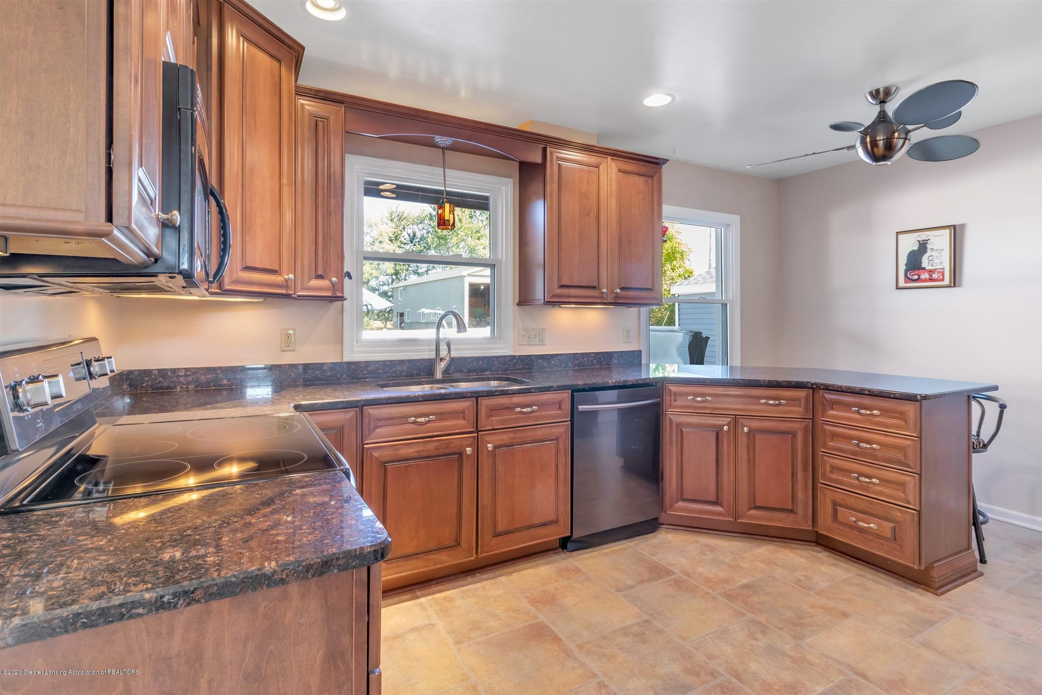 7346 W Cutler Rd - PADDLE FANS AND BEAUTIFUL CABINETRY - 12