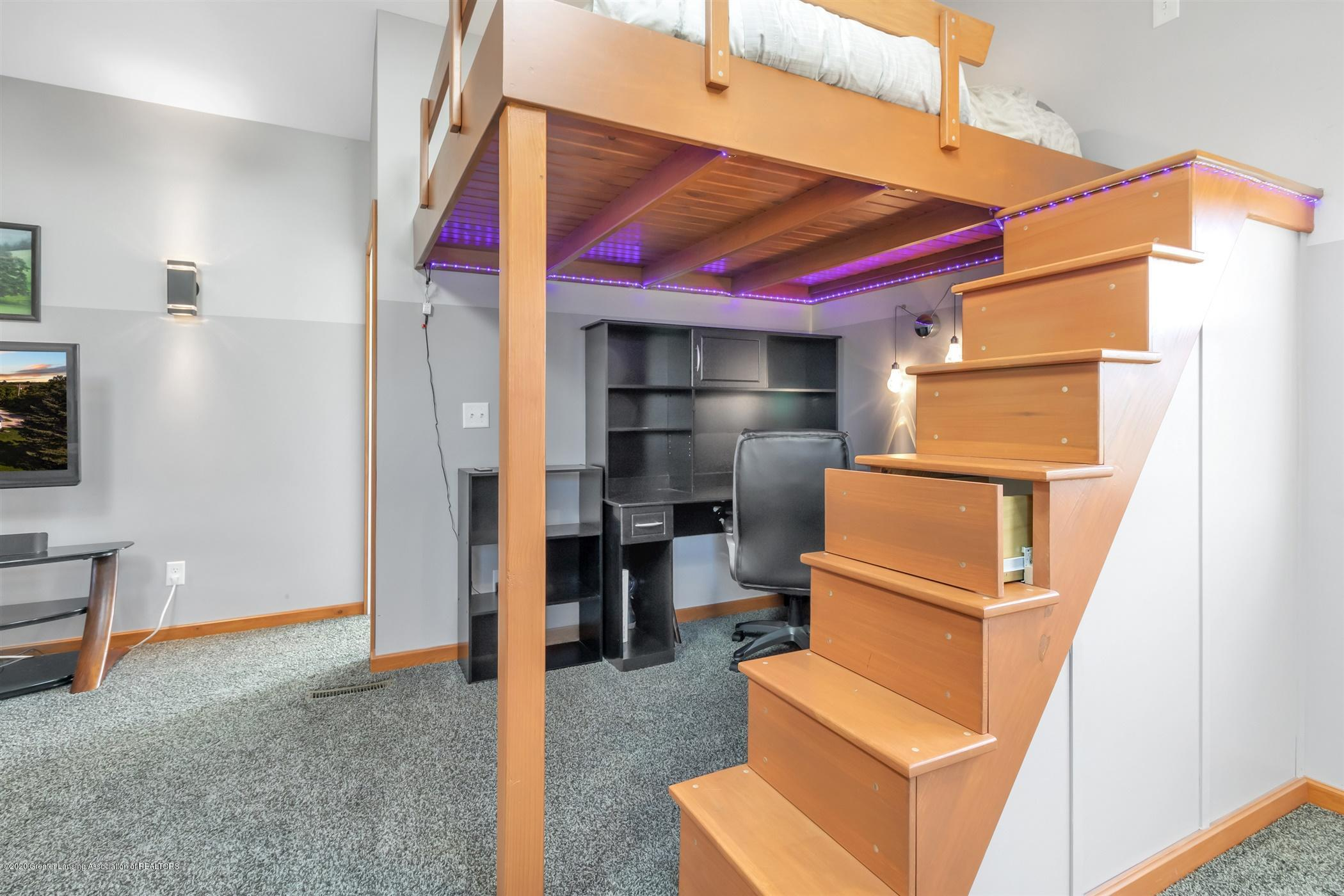 7346 W Cutler Rd - BUILT IN DRAWERS ON STAIRS TO LOFT BED - 36