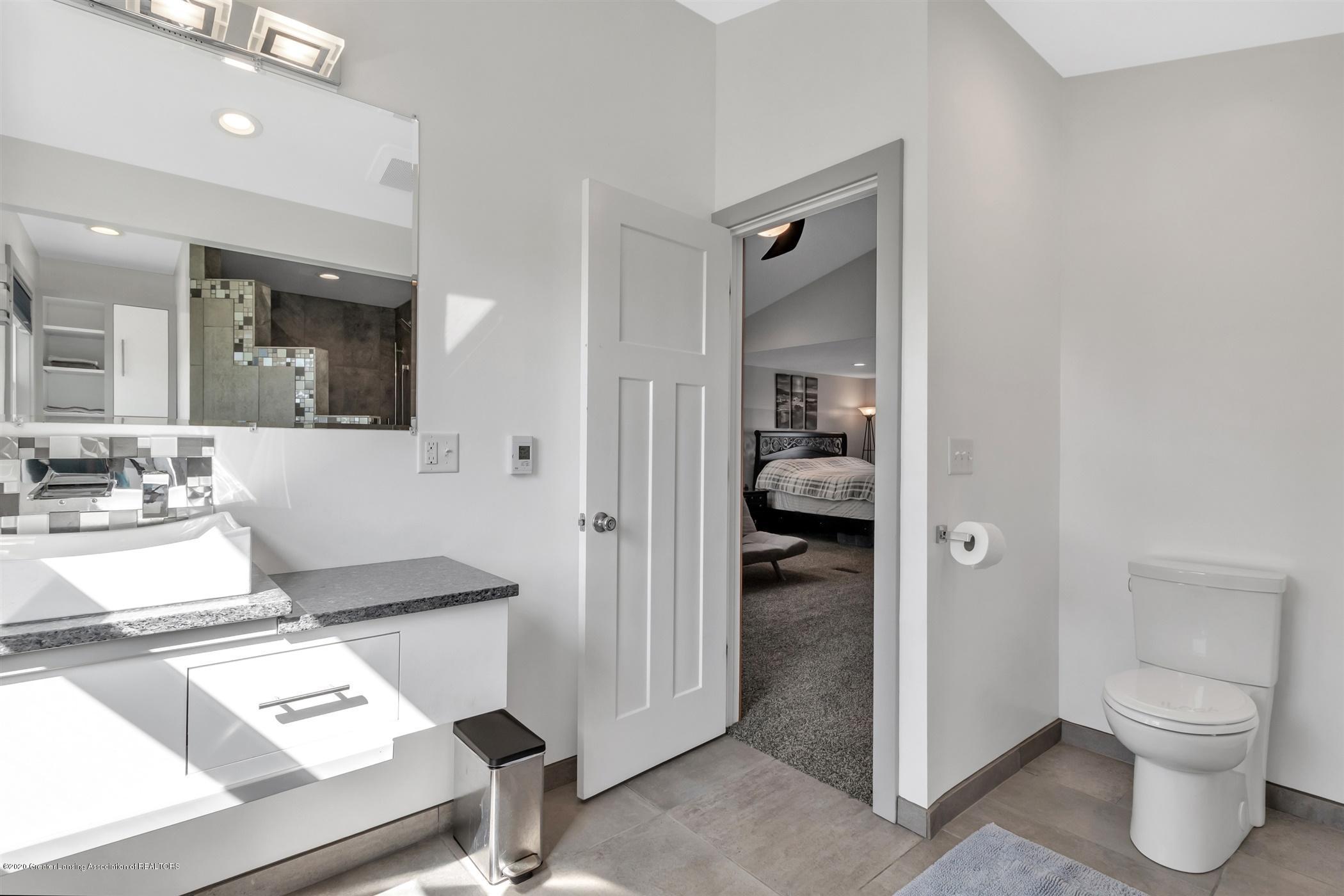 7346 W Cutler Rd - CUSTOM BUILT VANITY GUEST BATHROOM - 39
