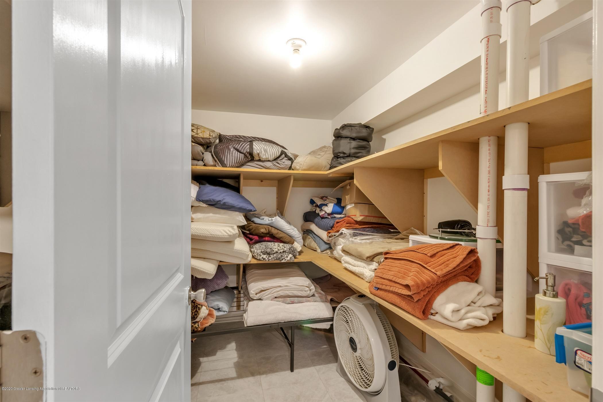 7346 W Cutler Rd - ADDITIONAL STORAGE IN BATHROOM - 56