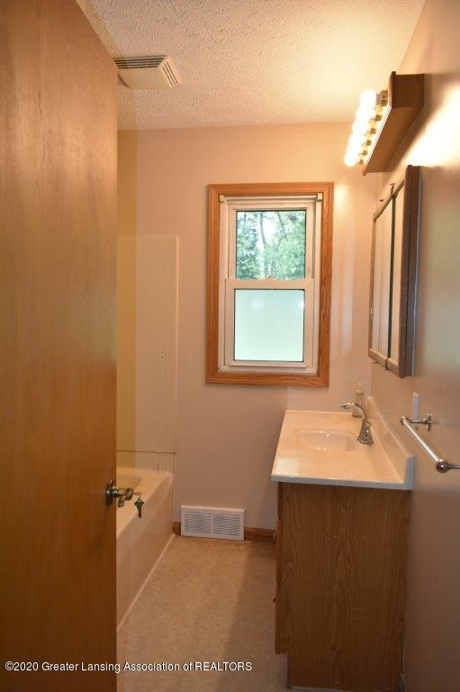 4696 Tolland Ave - 10 F 4696 bathroom (3) - 10