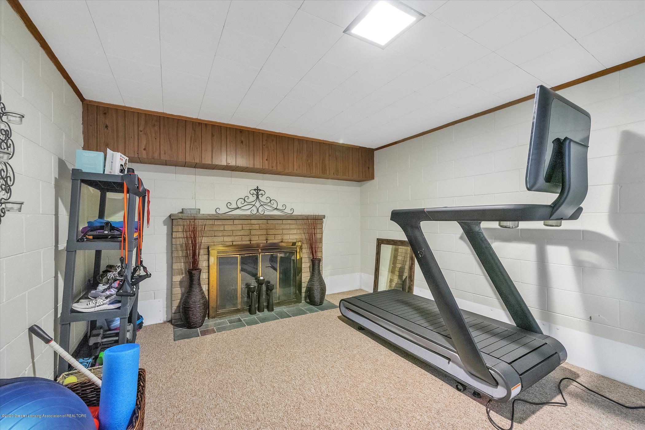 3087 Sandhill Rd - Lower Level Familyroom - 17