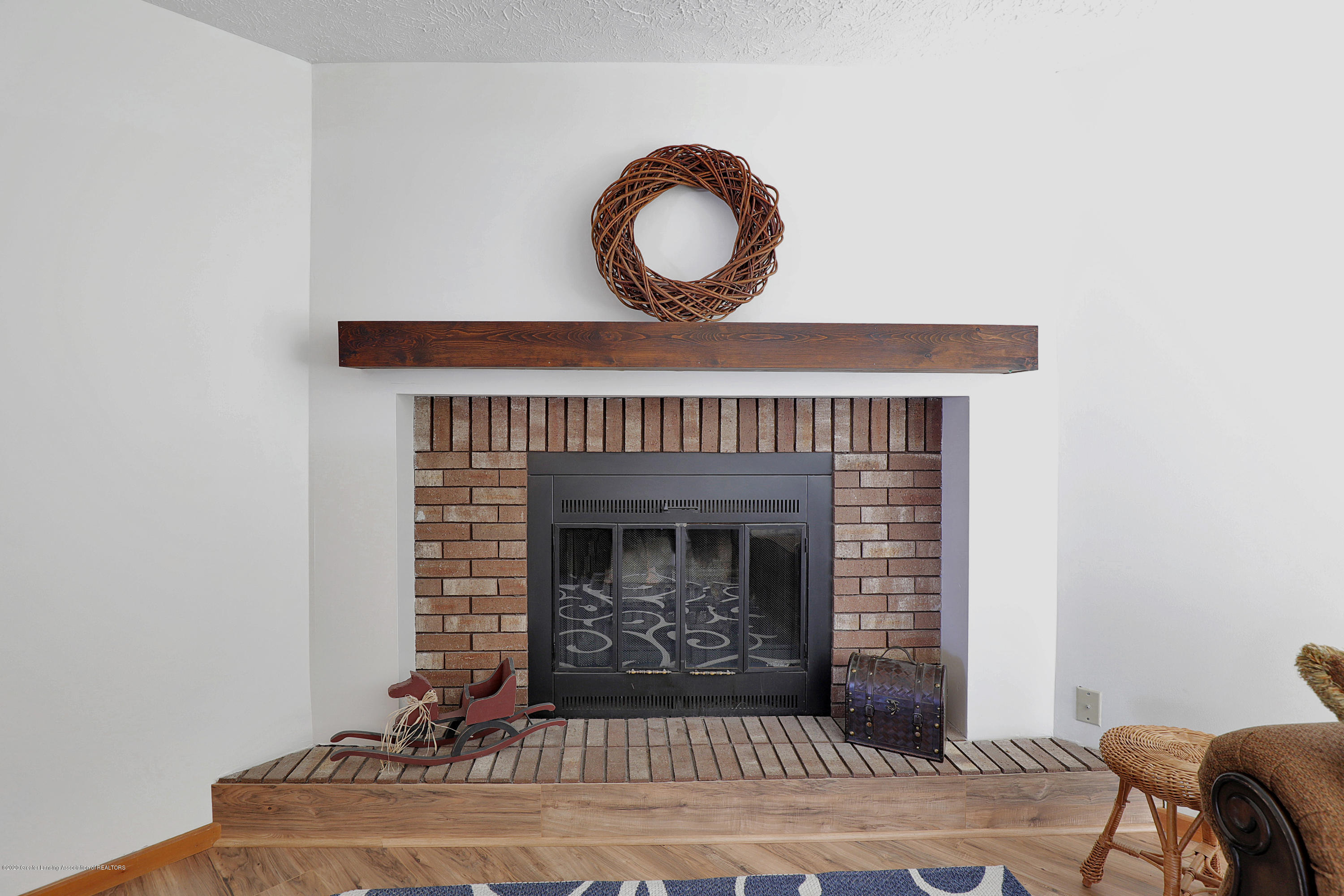 802 Randy Ln - Fireplace in living room - 10