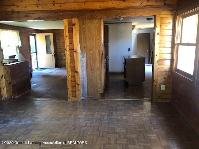 910 N Clark Rd - Den Wood room 2 - 8