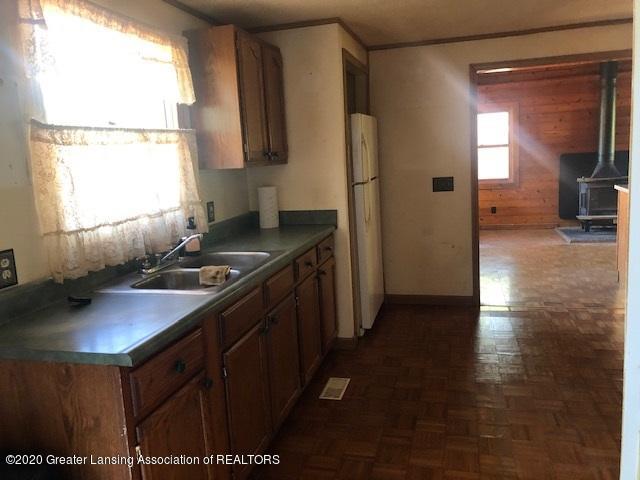 910 N Clark Rd - kitchen from dinning to den - 10