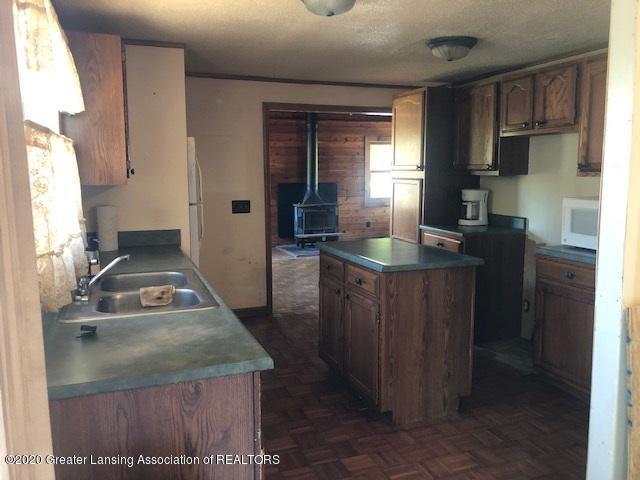 910 N Clark Rd - kitchen to den island - 11