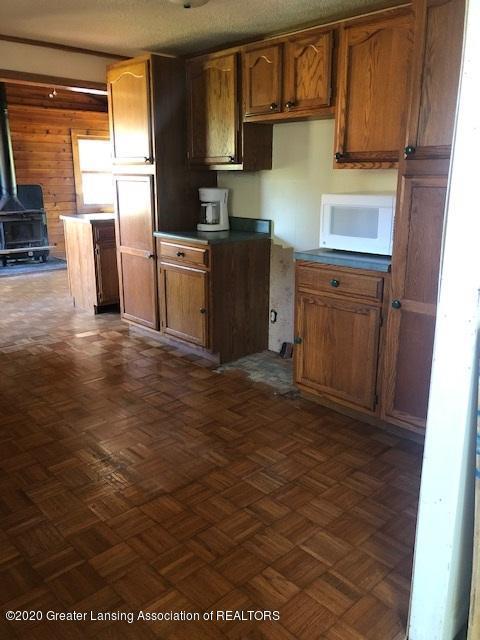 910 N Clark Rd - kitchen to den no island - 12