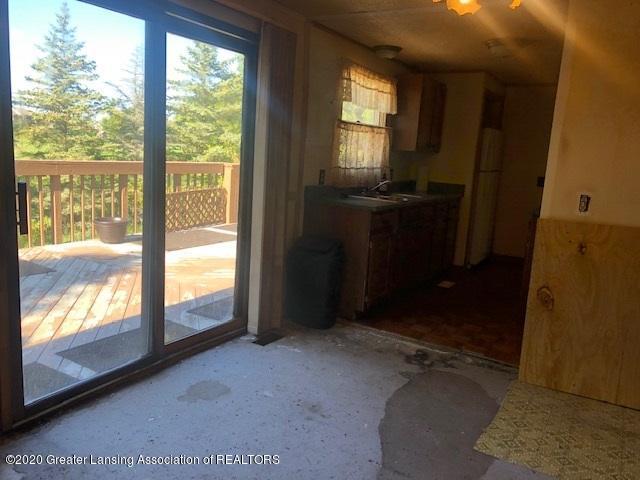 910 N Clark Rd - Dinning n kitchen slider - 14