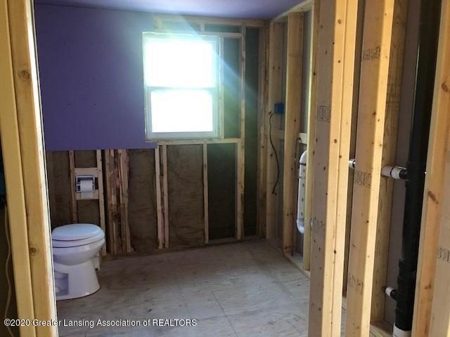 910 N Clark Rd - Bathroom - 15
