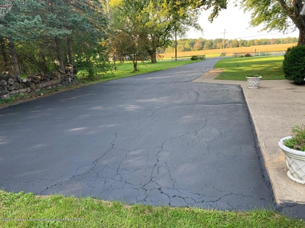1165 Harper Rd - Recently seal coated driveway - 51