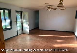 4610 Holt Rd - LIVING ROOM - 4