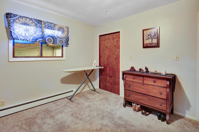 1850 Schoolcraft St - Bedroom - 32