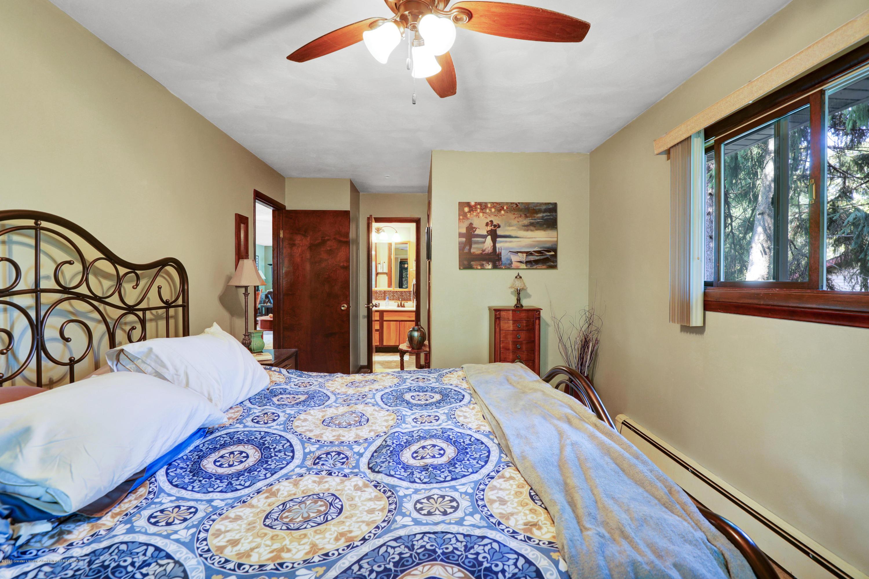 1850 Schoolcraft St - Master Bedroom - 22