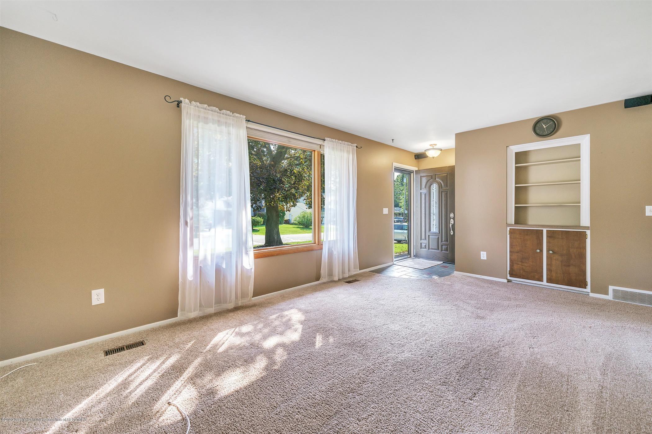 4557 Seneca Dr - (4) MAIN FLOOR Living Room - 4