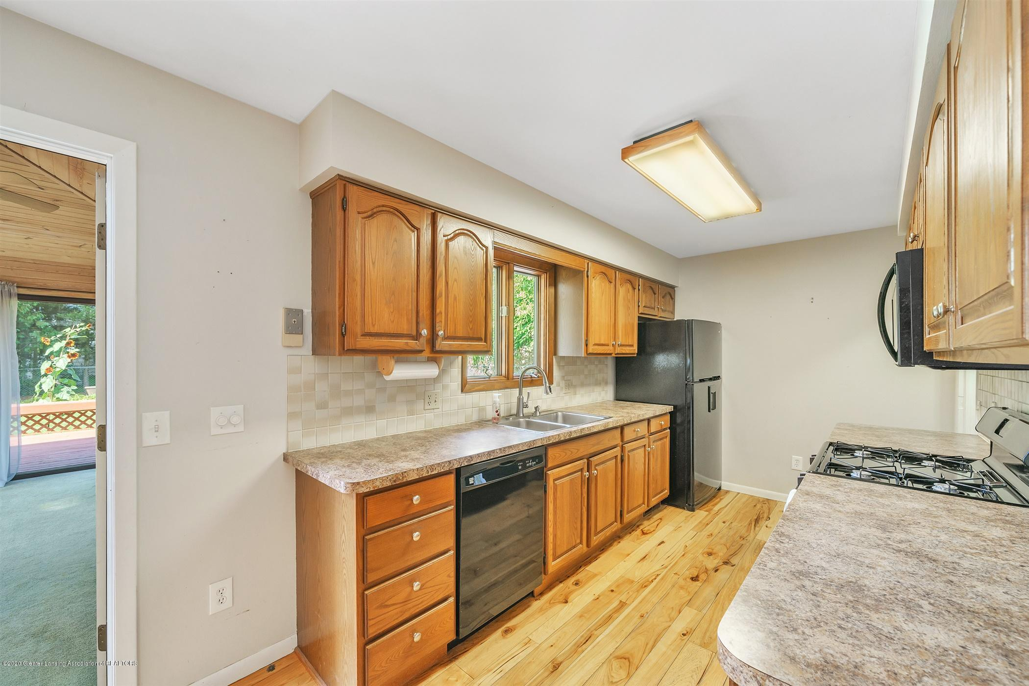 4557 Seneca Dr - (8) MAIN FLOOR Kitchen - 8
