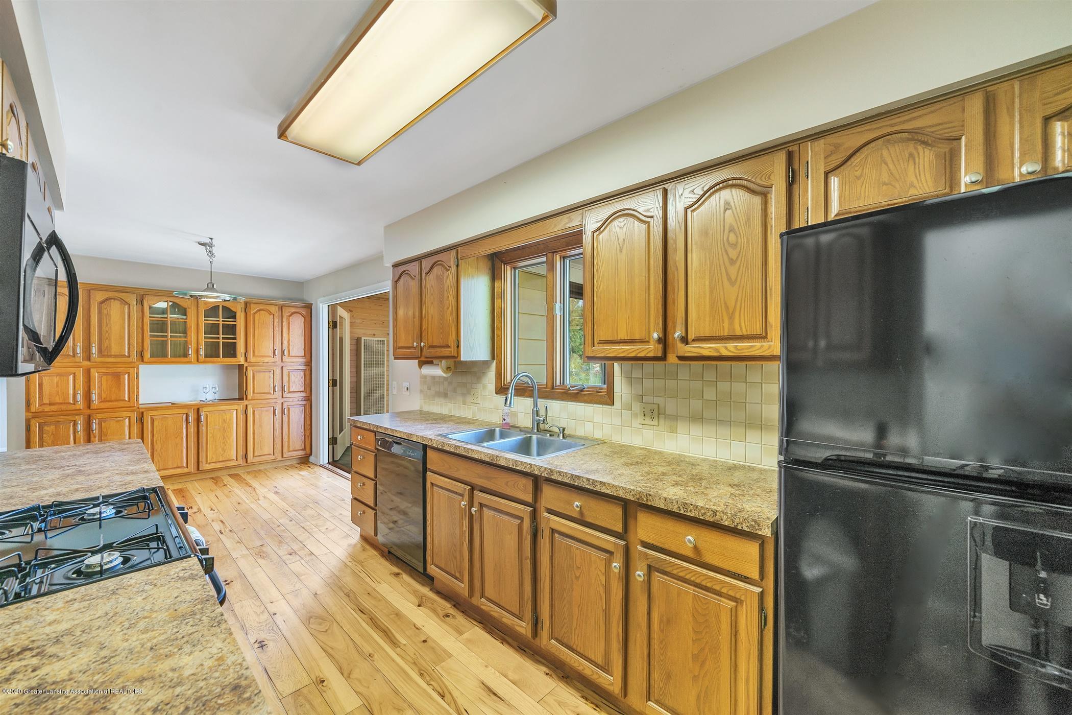 4557 Seneca Dr - (9) MAIN FLOOR Kitchen - 9