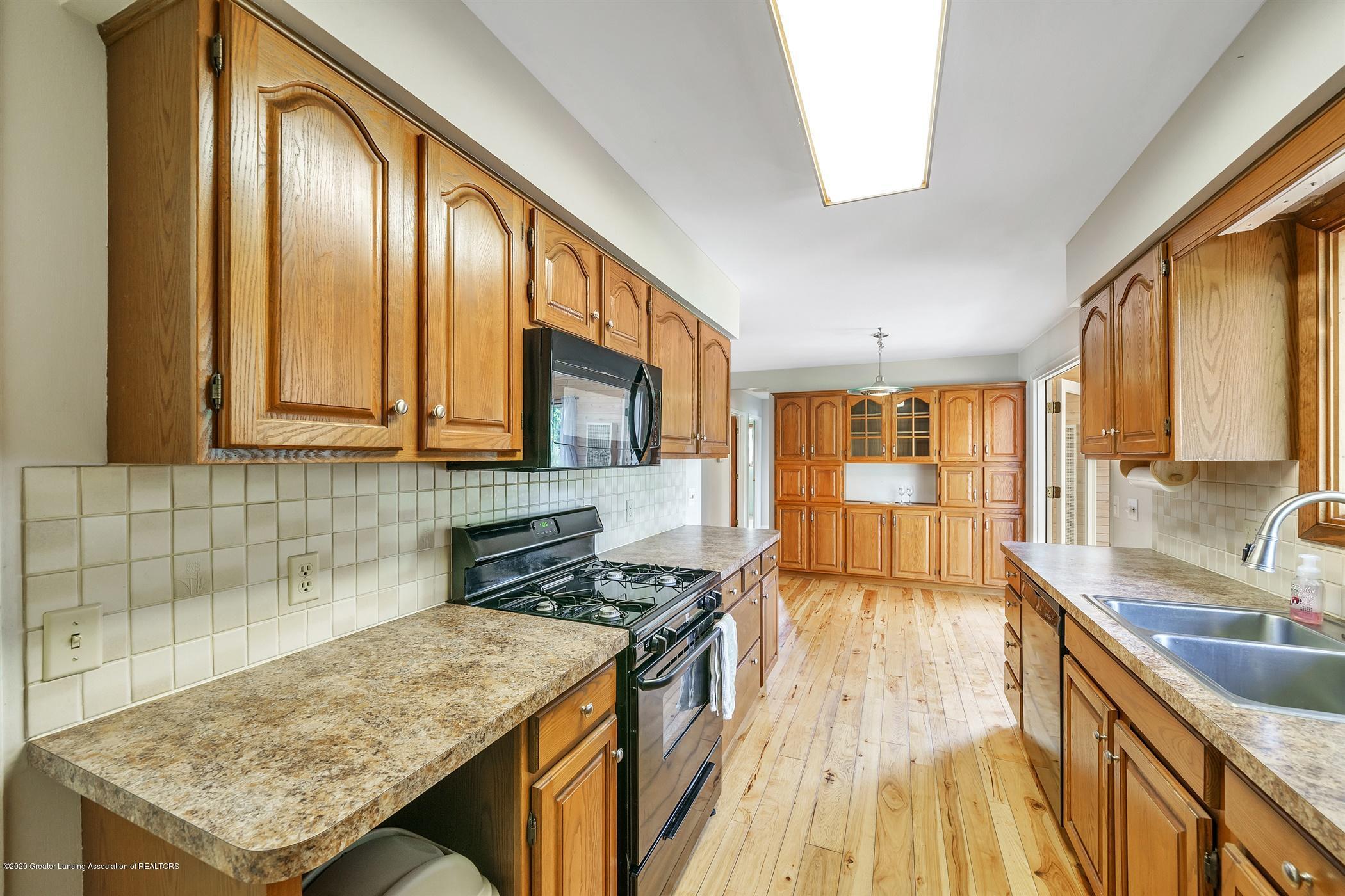 4557 Seneca Dr - (11) MAIN FLOOR Kitchen - 11