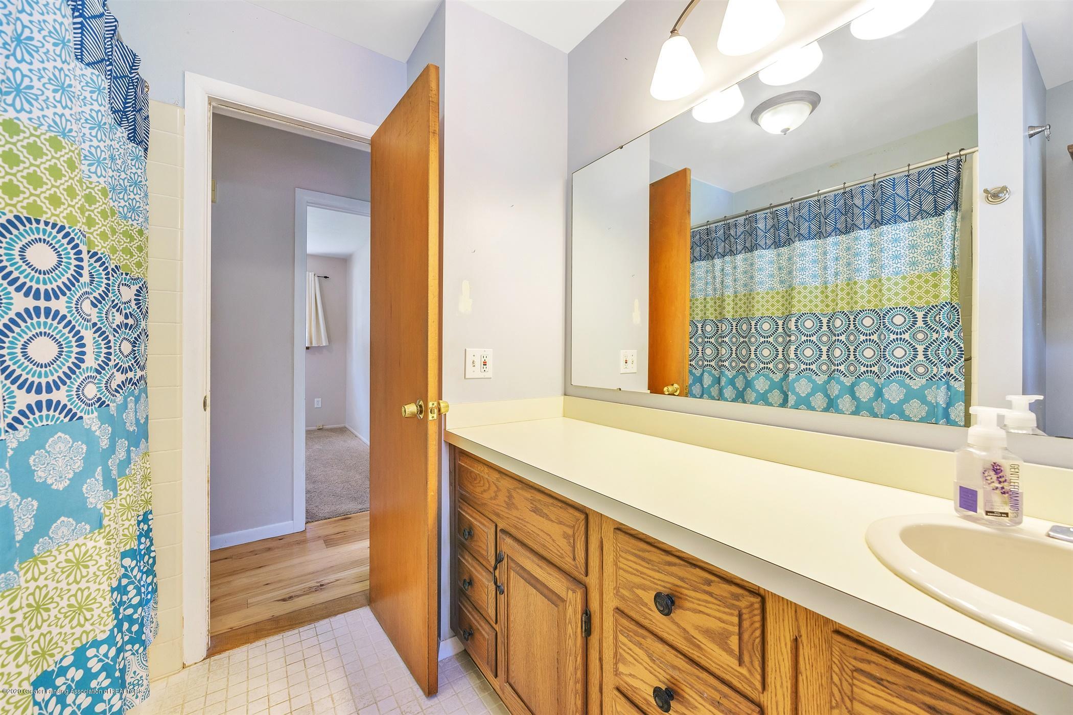 4557 Seneca Dr - (20) MAIN FLOOR Bathroom - 20