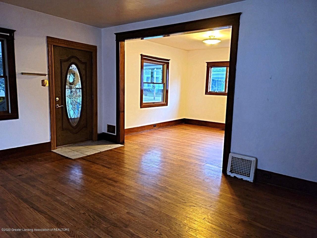 212 Oakwood Ave - Living Room - 4