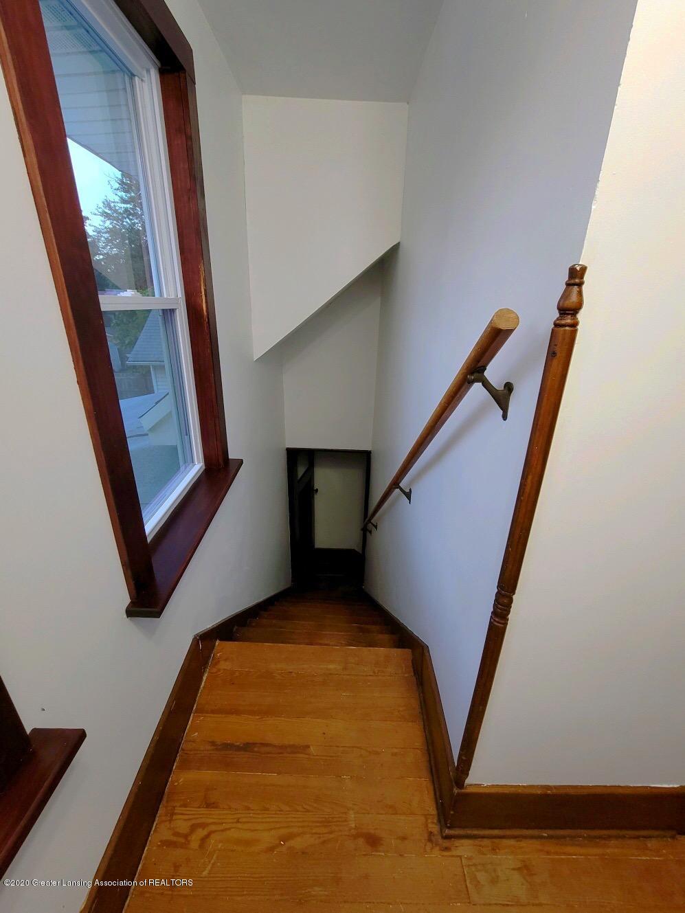 212 Oakwood Ave - second floor stairs - 9