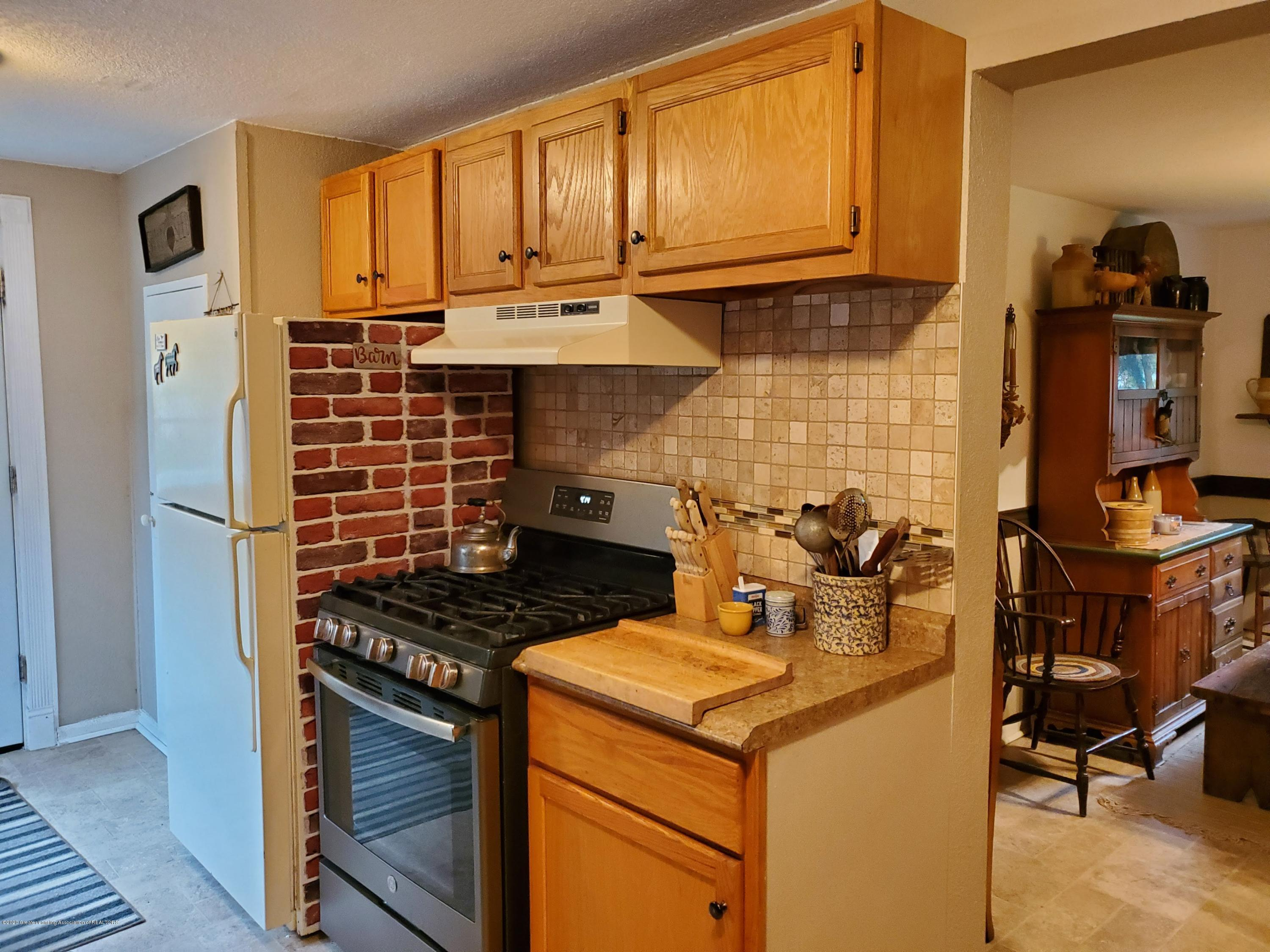 108 E 2nd N St - Kitchen - 8