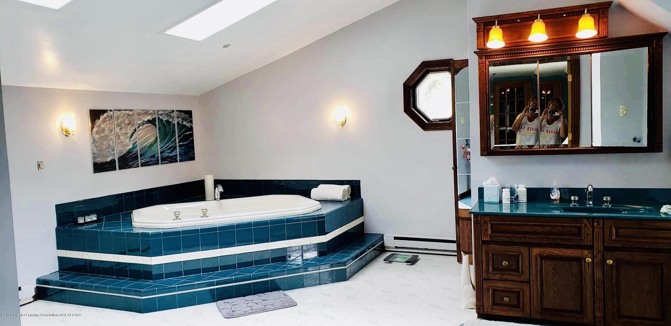 7346 W Cutler Rd - MASTER BATHROOM OVERSIZED WHIRLPOOL - 48