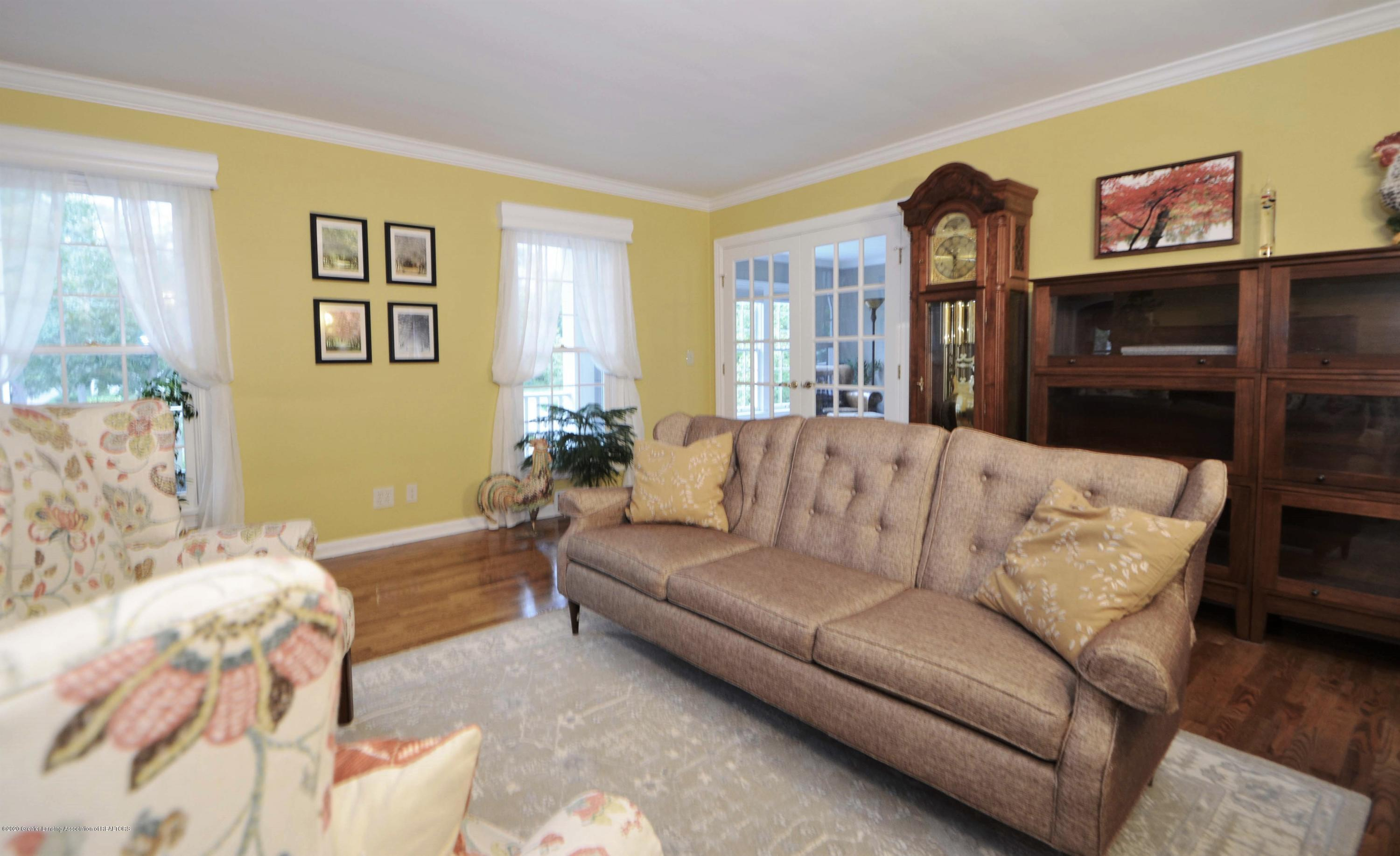 834 Rosewood Ave - Living Room - 5