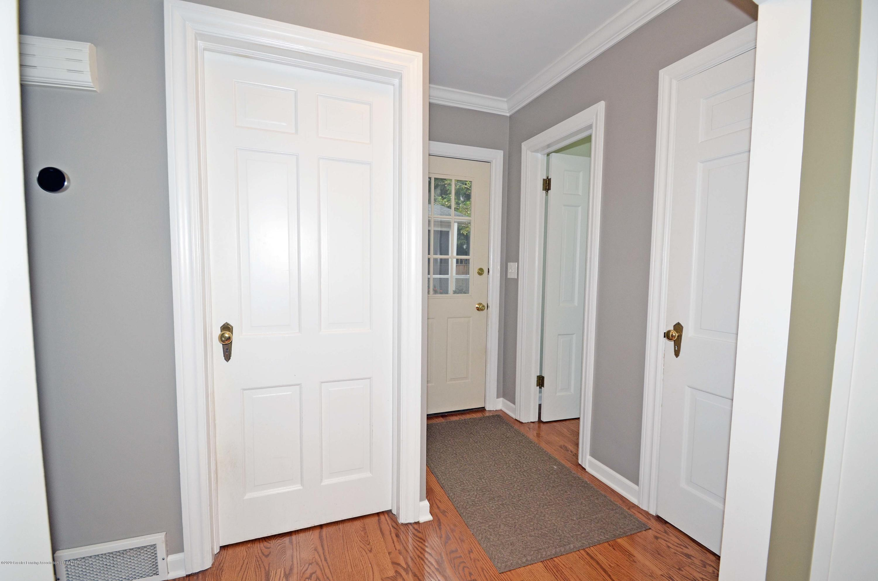 834 Rosewood Ave - Back Hall - 23