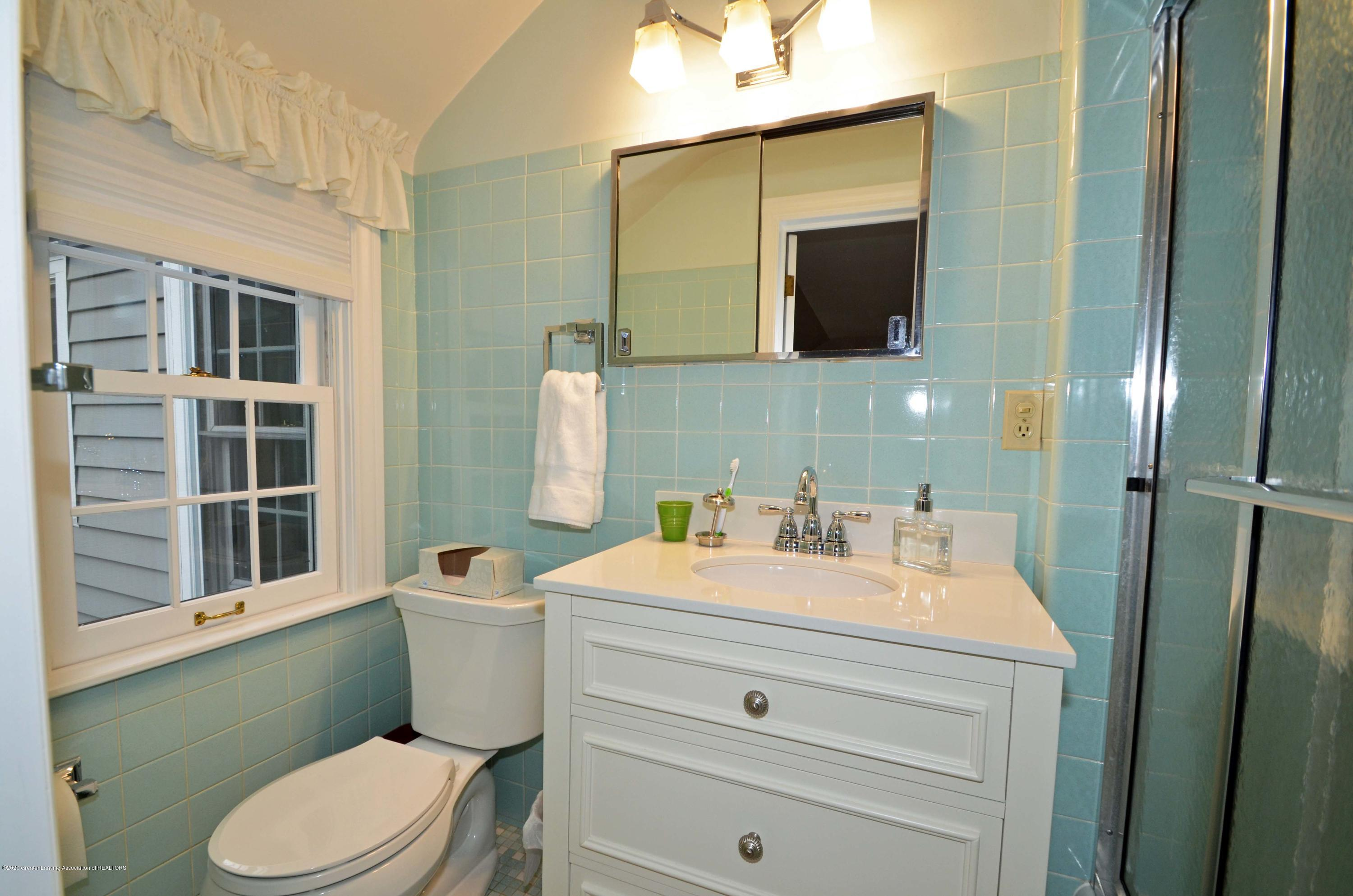 834 Rosewood Ave - Master Bath - 31