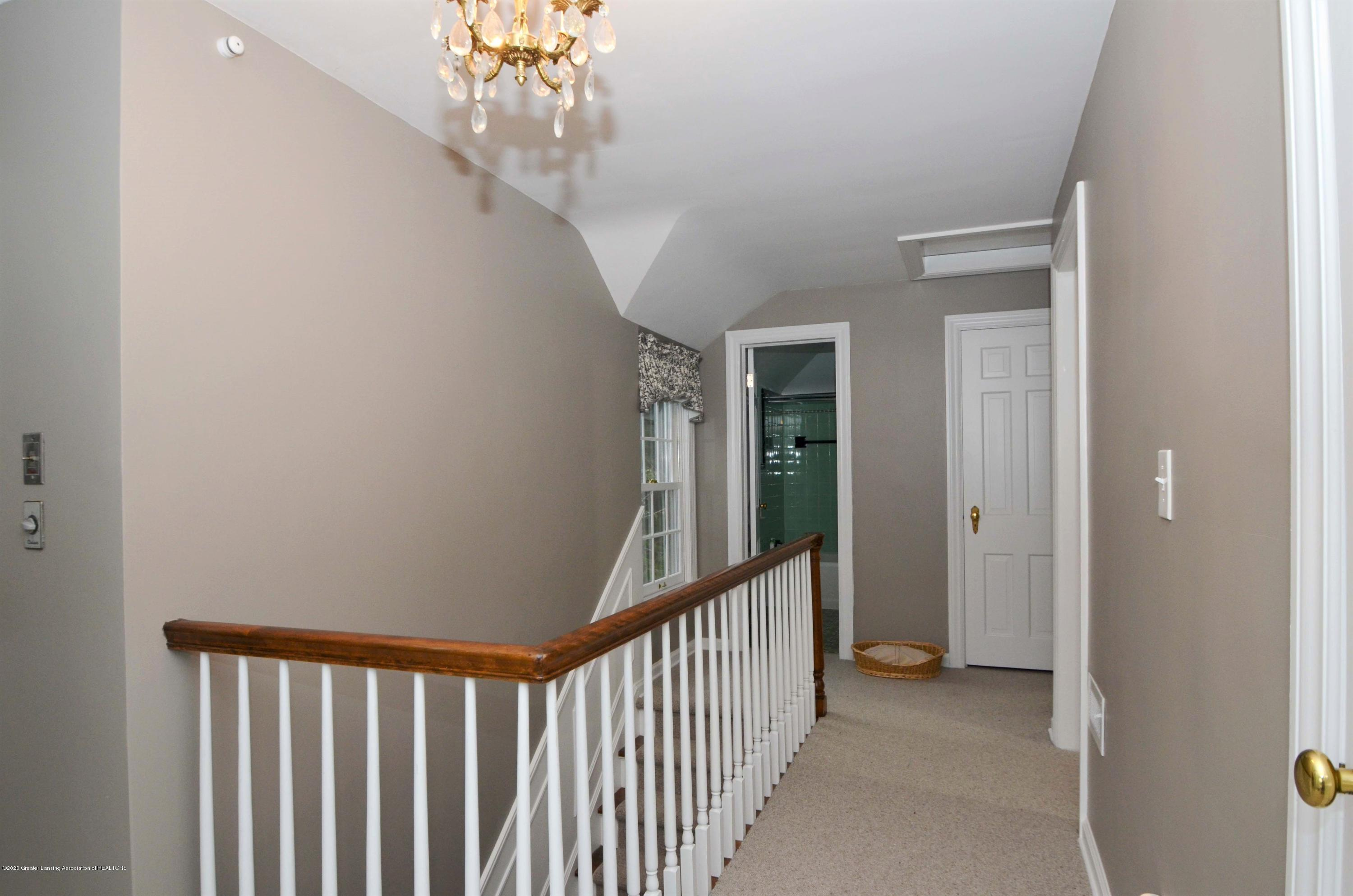 834 Rosewood Ave - Upper Hall - 36