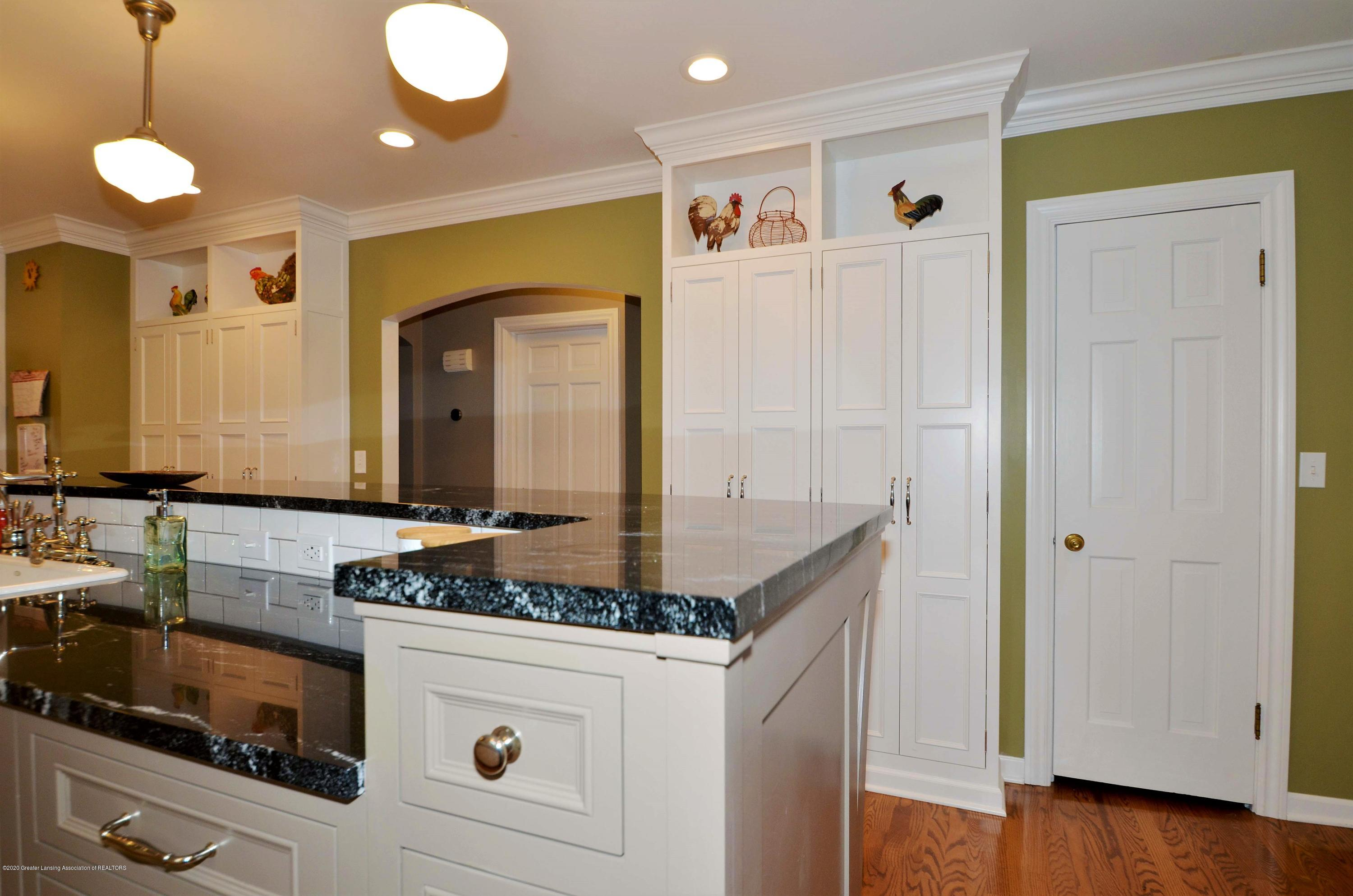 834 Rosewood Ave - Kitchen walk-in Pantry - 22