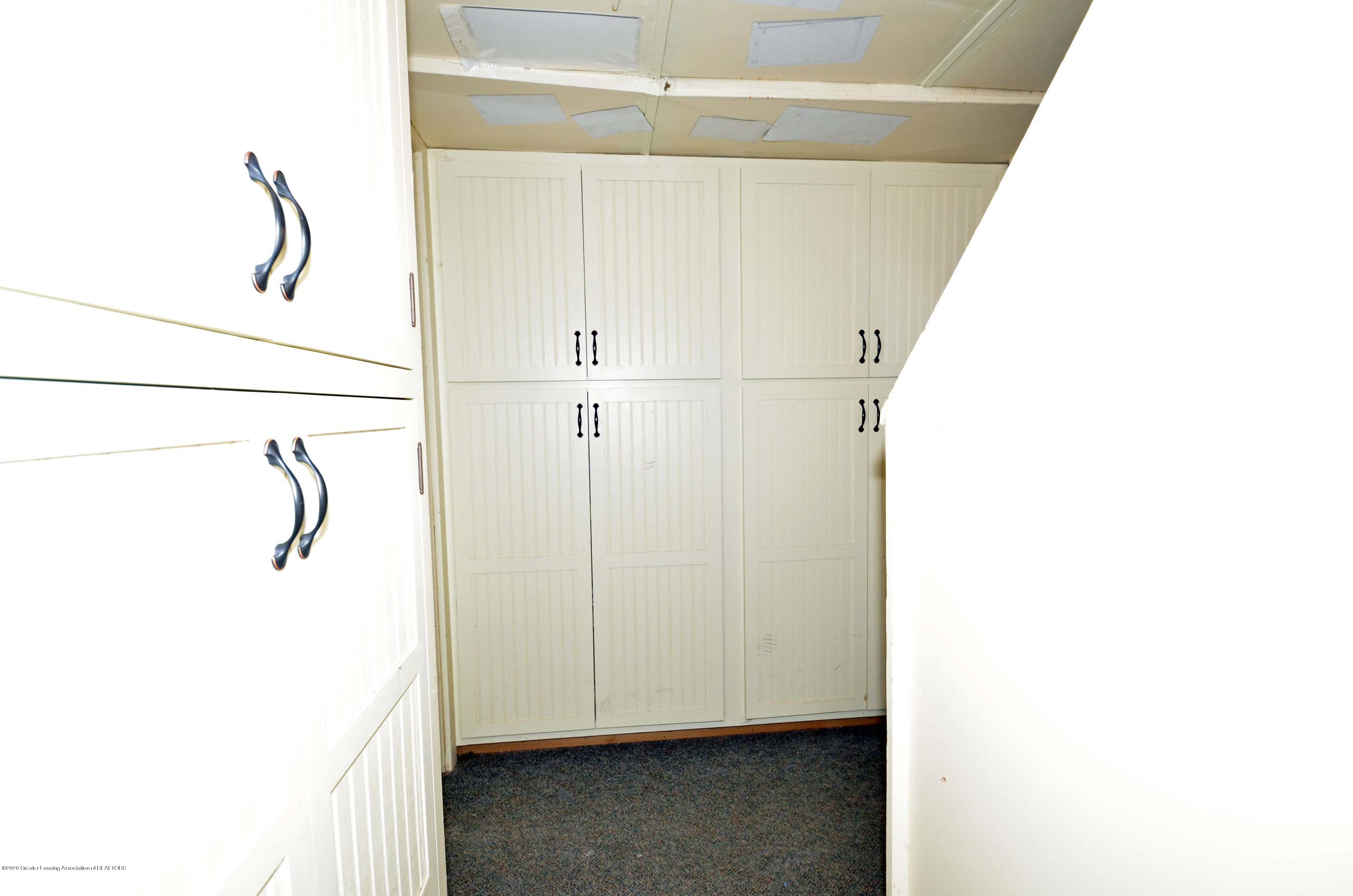 834 Rosewood Ave - lots of storage - 41