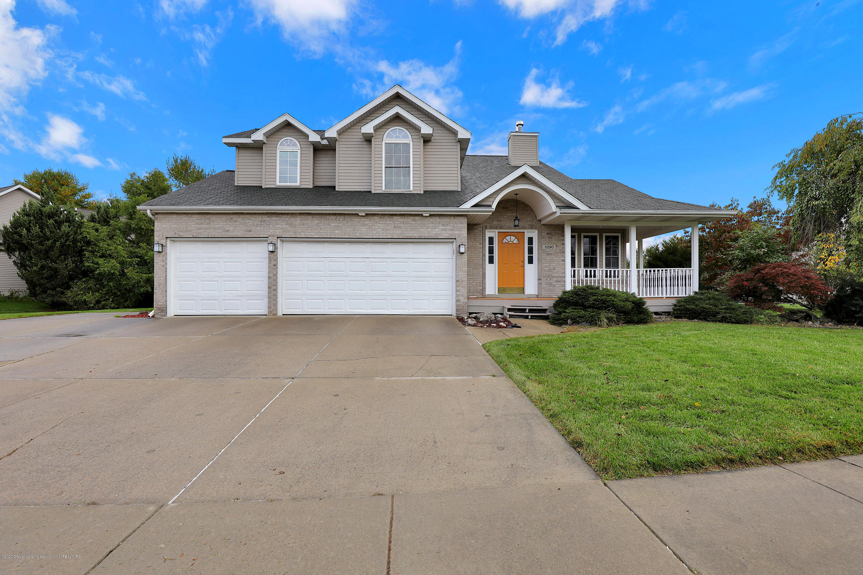 5290 Thames Dr - Front of Home - 1