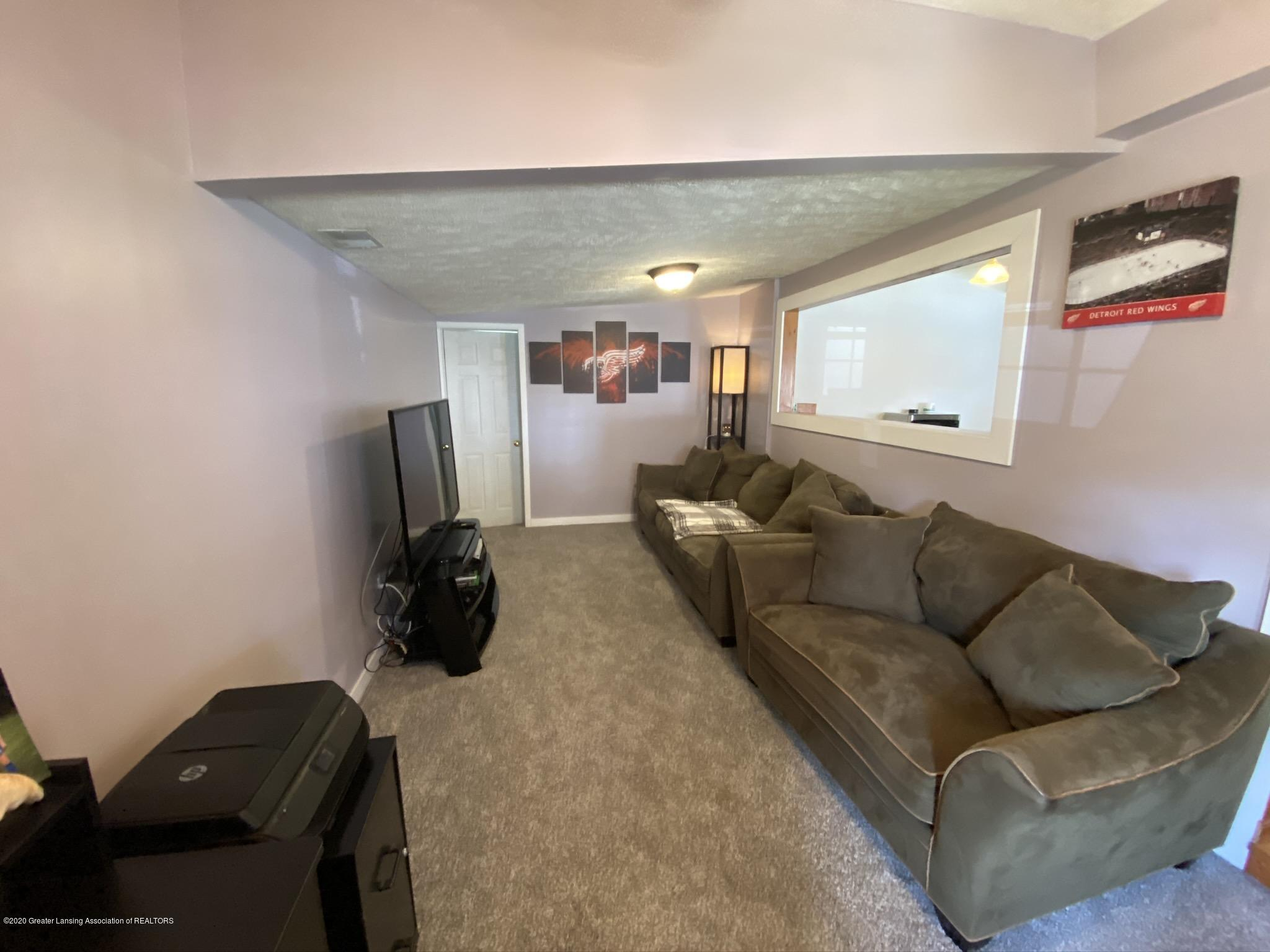 5813 Outer Dr - IMG_2445 - 11