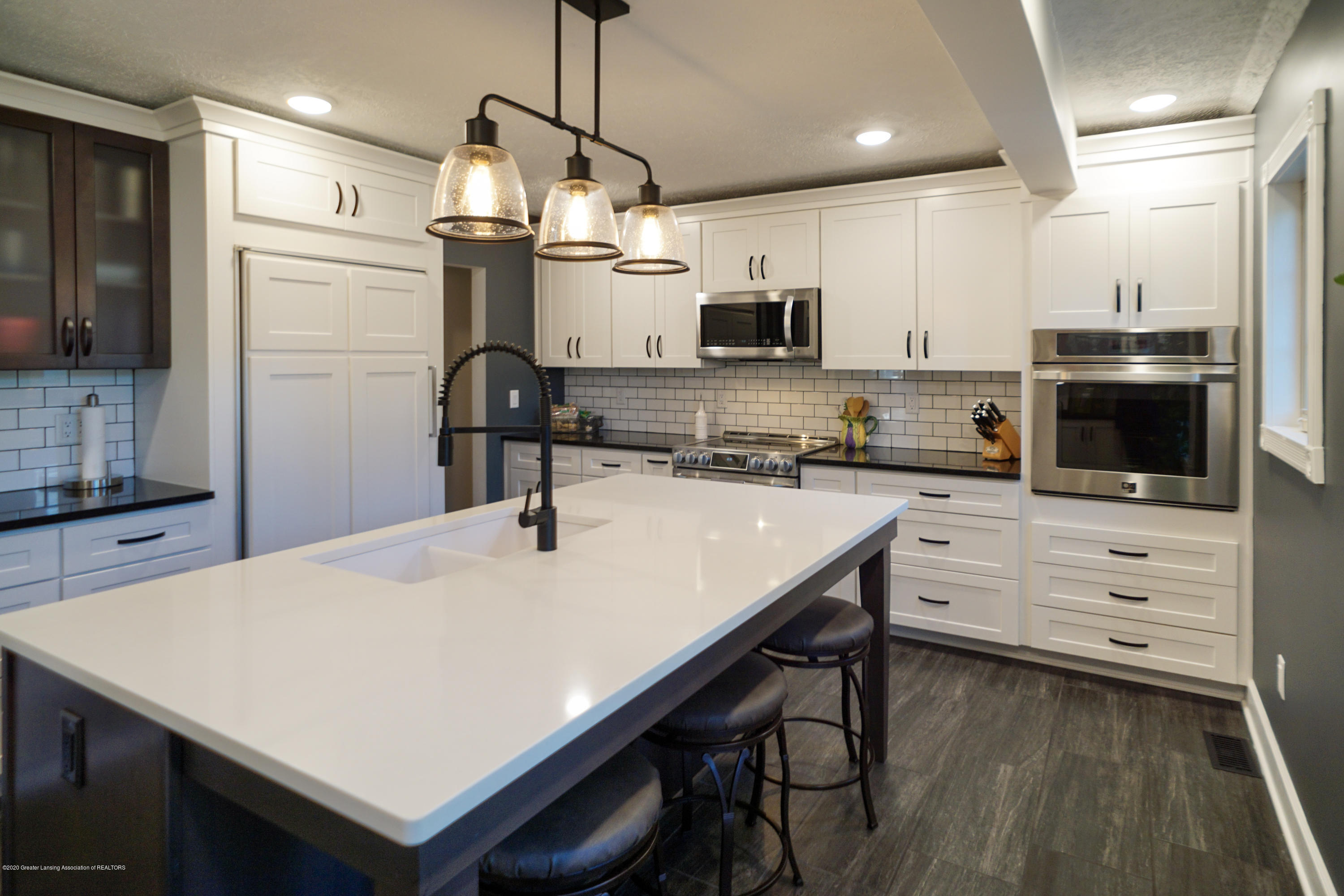 614 Whitehills Dr - Shaker style cabinetry - 11