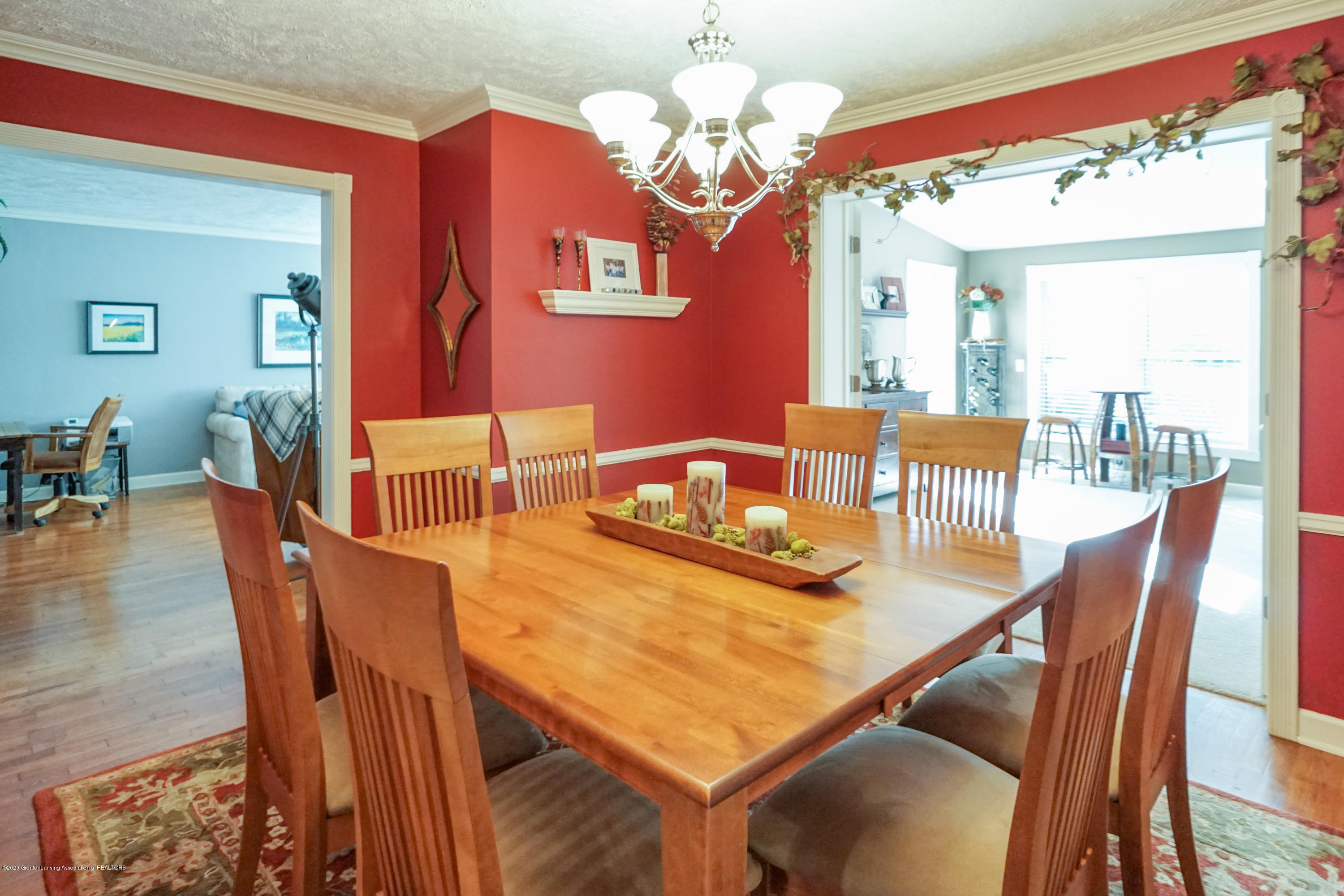 614 Whitehills Dr - Open to living and/or family room - 17