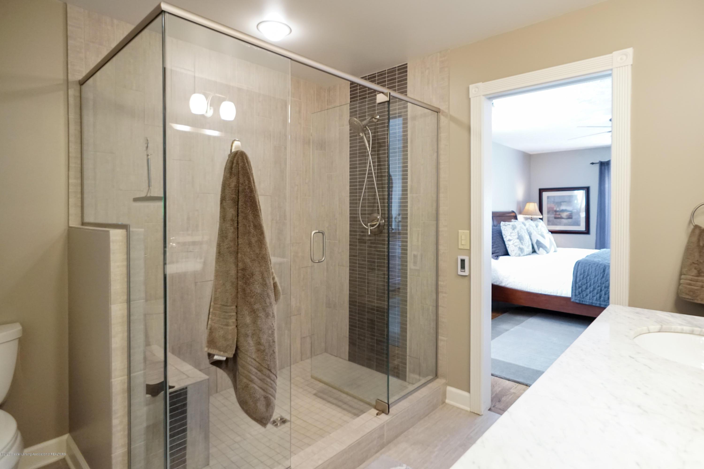 614 Whitehills Dr - Large shower - 24