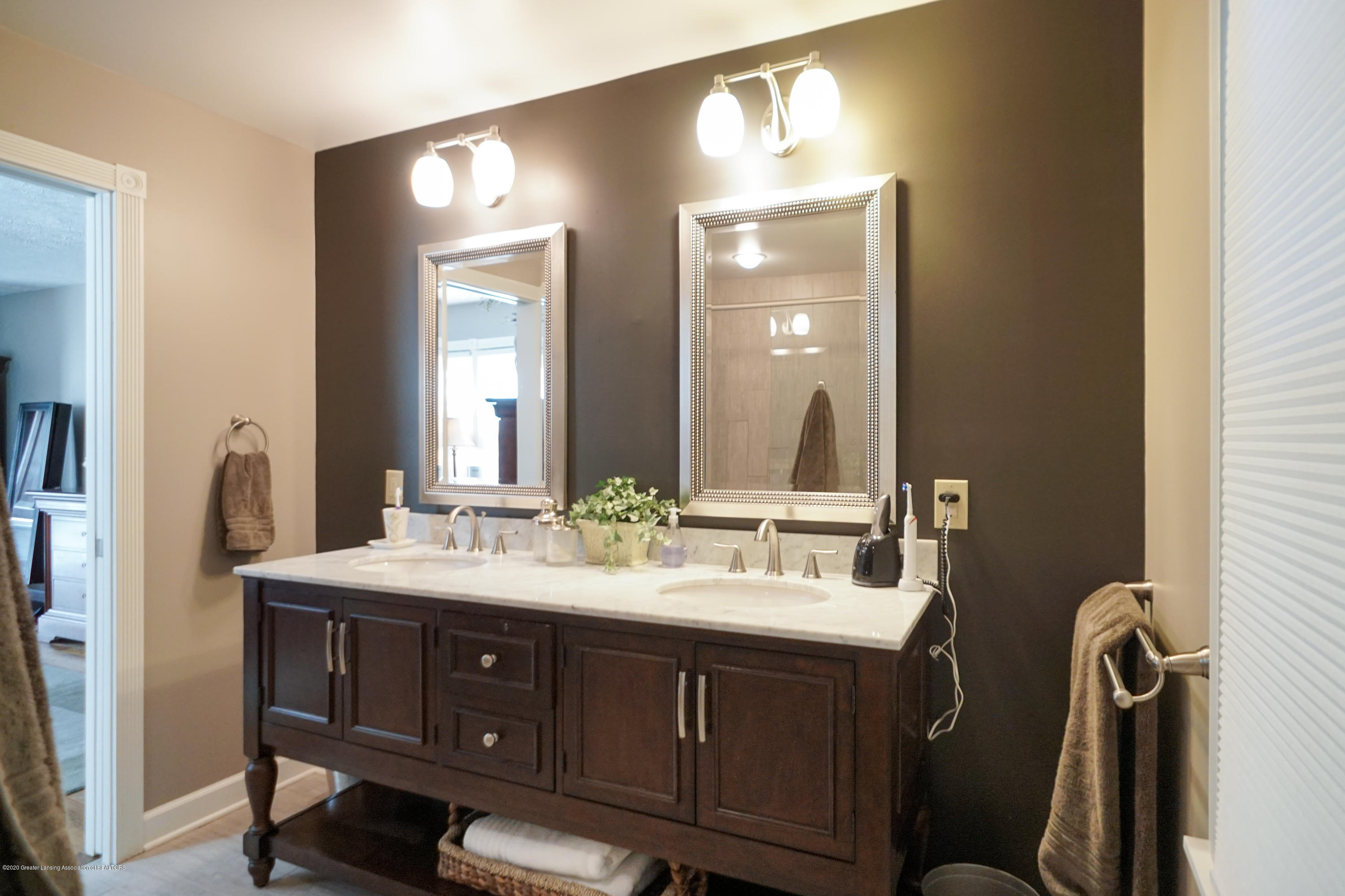 614 Whitehills Dr - Lovely double sink area - 25